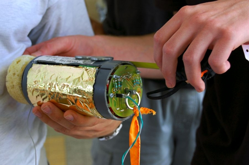 The rule for Cansat is that everything must fit inside a package the size of a drink can. Credits: CNES/S. Girard.